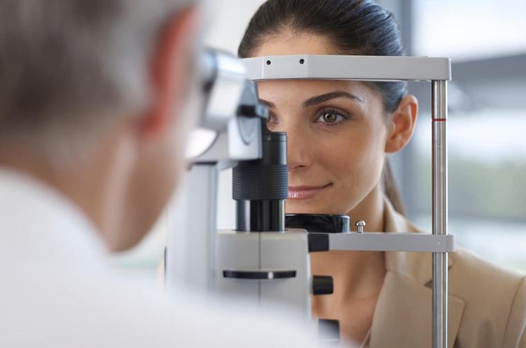 Nadwzroczność i krótkowzroczność w laserowej korekcji - cechy wspólne i różnice